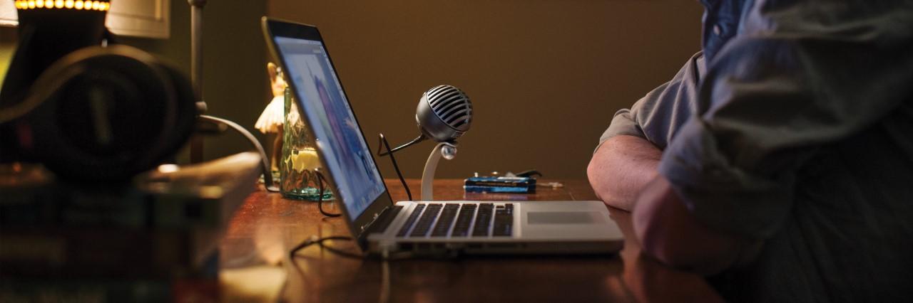 Tips en cuarentena: Usar un micrófono profesional con una laptop